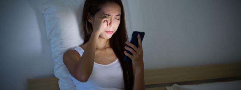 """Smartphones Should Have """"Bedtime Mode"""" To Help Mobile Users Sleep Better, Per Experts"""
