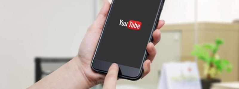 YouTube on iOS now has a dark mode